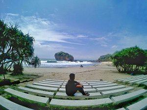 Potret Indahnya Pantai Jungwok Yang Ngangeni